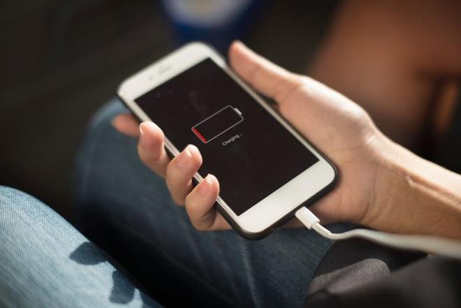 Những thói quen nhỏ ảnh hưởng đến tuổi thọ của dế yêu: Khi không dùng, nên ngửa hay úp màn hình điện thoại để không bị hỏng nhanh chóng-4