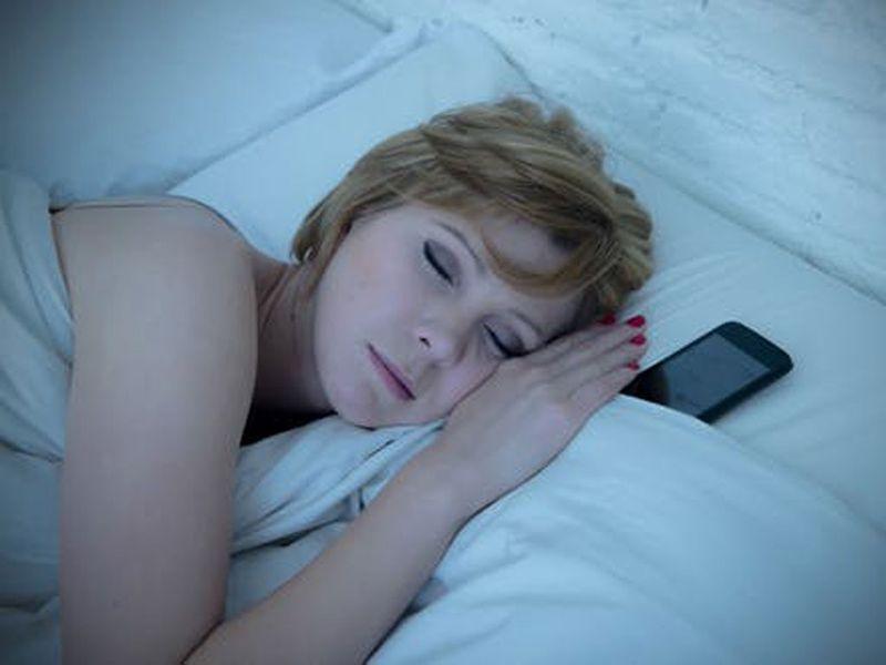Những thói quen nhỏ ảnh hưởng đến tuổi thọ của dế yêu: Khi không dùng, nên ngửa hay úp màn hình điện thoại để không bị hỏng nhanh chóng-5