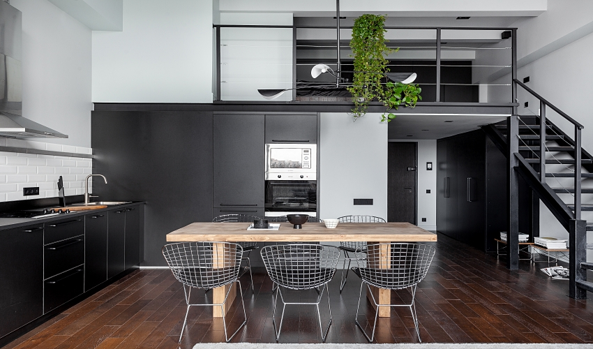 Ngôi nhà màu đen trắng thiết kế gác lửng hiện đại, chỉ rộng 15m2 nhưng ánh sáng tự nhiên vẫn tràn ngập không gian-1
