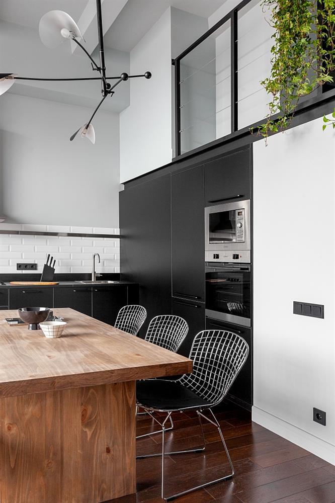 Ngôi nhà màu đen trắng thiết kế gác lửng hiện đại, chỉ rộng 15m2 nhưng ánh sáng tự nhiên vẫn tràn ngập không gian-5