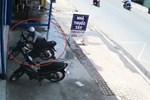 Trộm xe máy trong 10 giây ở TP.HCM-1