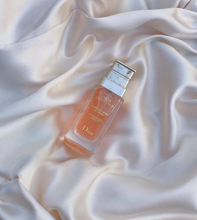 Hà Hồ vừa khoe lọ serum giá hơn 200k/1ml, biến làn da từ chán đời thành đẹp căng mướt mát-5