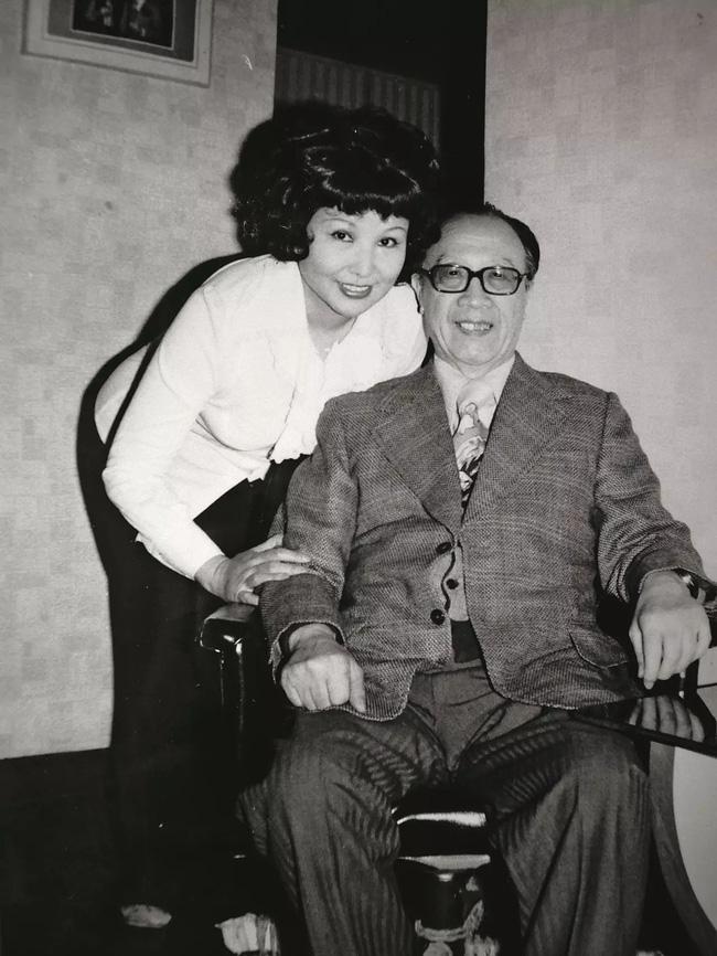 Hôn nhân hạnh phúc suốt nửa thế kỷ, vợ mất 1 năm, người đàn ông 72 tuổi miệt mài viết 90 bức thư tình cho mĩ nhân kém 28 tuổi, kết cục cuối cùng mới đáng nói!-6