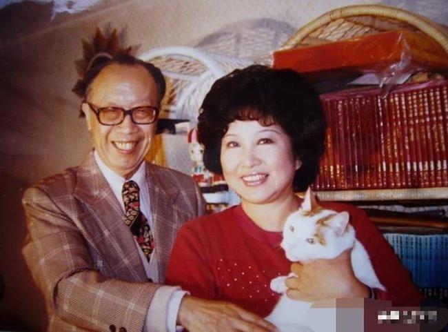 Hôn nhân hạnh phúc suốt nửa thế kỷ, vợ mất 1 năm, người đàn ông 72 tuổi miệt mài viết 90 bức thư tình cho mĩ nhân kém 28 tuổi, kết cục cuối cùng mới đáng nói!-7