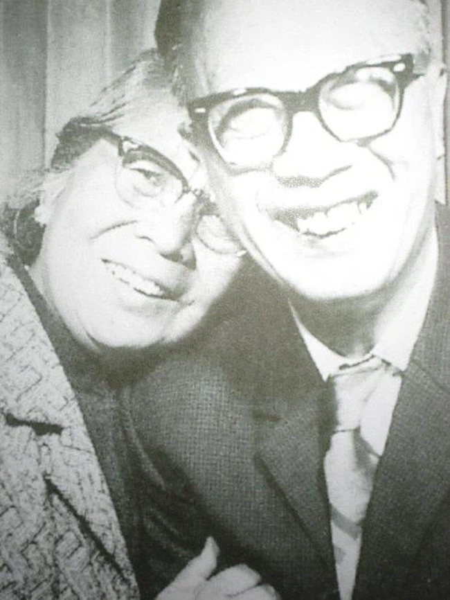 Hôn nhân hạnh phúc suốt nửa thế kỷ, vợ mất 1 năm, người đàn ông 72 tuổi miệt mài viết 90 bức thư tình cho mĩ nhân kém 28 tuổi, kết cục cuối cùng mới đáng nói!-4