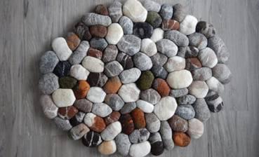 Ý tưởng thiết kế phòng tắm thân thiện với môi trường:Thảm lót chân bằng đá haygiá đỡ khăn bằng dây cũng không độc đáo bằng việc lắp thêm lò sưởi-5