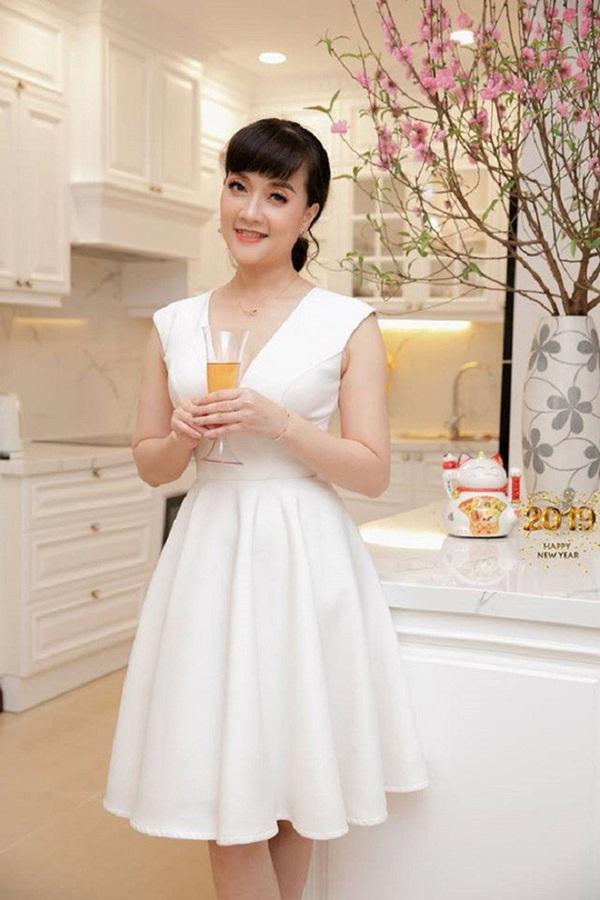 Ngỡ ngàng khi nhìn lại nhan sắc ngày xưa của dàn nữ danh hài Vbiz: Hồng Đào quá đỗi gợi cảm, Vân Dung từng lọt top cao của Hoa hậu Việt Nam-8
