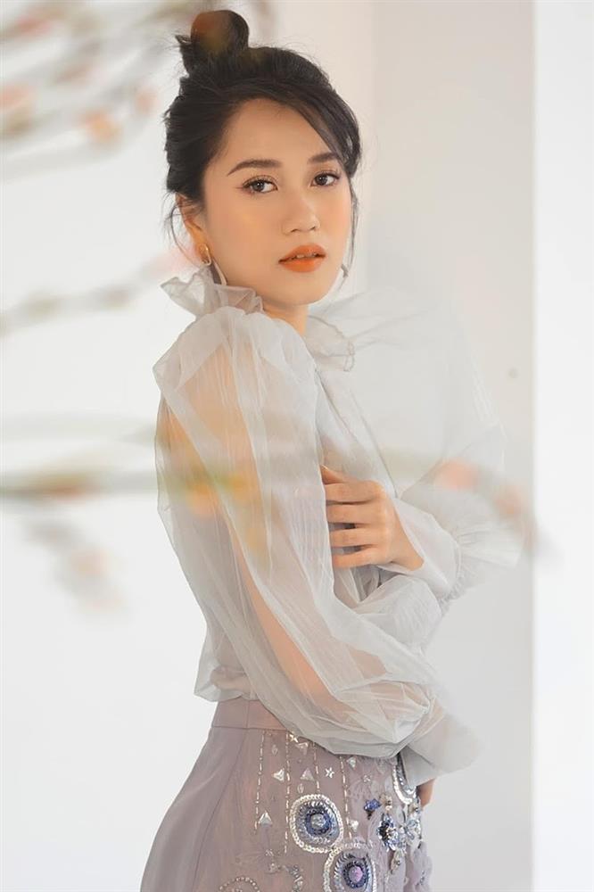 Ngỡ ngàng khi nhìn lại nhan sắc ngày xưa của dàn nữ danh hài Vbiz: Hồng Đào quá đỗi gợi cảm, Vân Dung từng lọt top cao của Hoa hậu Việt Nam-10