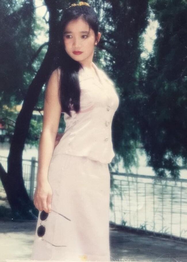 Ngỡ ngàng khi nhìn lại nhan sắc ngày xưa của dàn nữ danh hài Vbiz: Hồng Đào quá đỗi gợi cảm, Vân Dung từng lọt top cao của Hoa hậu Việt Nam-11
