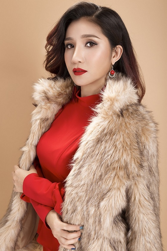 Ngỡ ngàng khi nhìn lại nhan sắc ngày xưa của dàn nữ danh hài Vbiz: Hồng Đào quá đỗi gợi cảm, Vân Dung từng lọt top cao của Hoa hậu Việt Nam-12