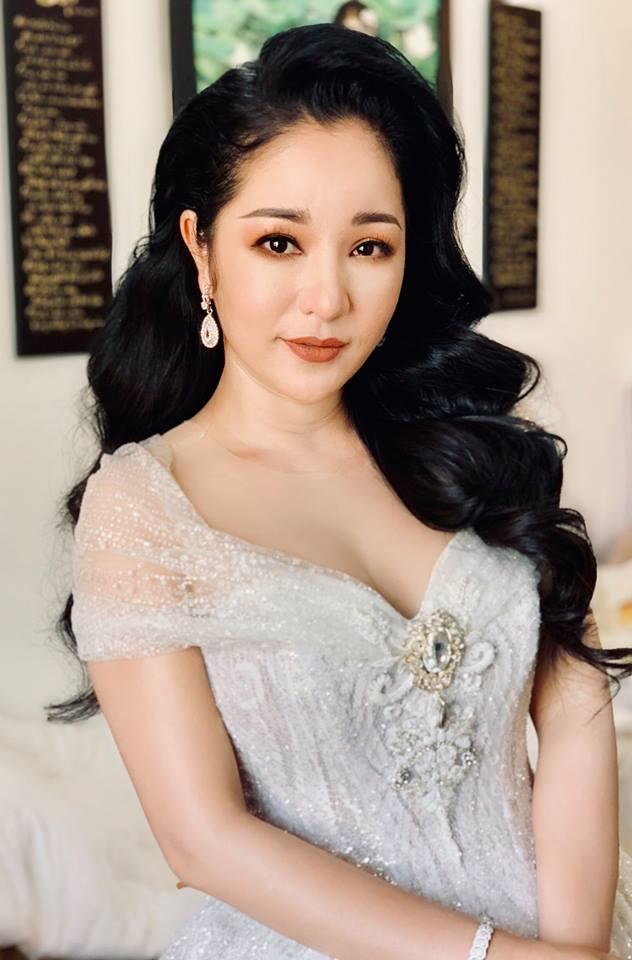 Ngỡ ngàng khi nhìn lại nhan sắc ngày xưa của dàn nữ danh hài Vbiz: Hồng Đào quá đỗi gợi cảm, Vân Dung từng lọt top cao của Hoa hậu Việt Nam-22