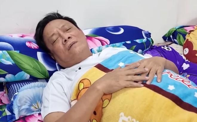 Nghệ sĩ Tấn Hoàng ngất xỉu trên máy bay đã hồi tỉnh: Tôi không chết sớm, tôi sẽ sống dai-1