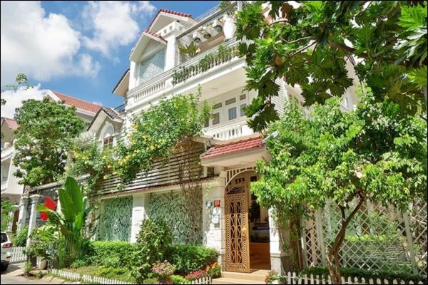 Biệt thự triệu đô của Vy Oanh và chồng đại gia hoa tươi nở bốn mùa, cây trái sai trĩu quả-3