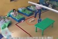Bà mẹ bật camera trong giờ nghỉ trưa, tưởng con đang ngủ nhưng lại phát hiện tội ác của cô giáo, lập tức báo cảnh sát
