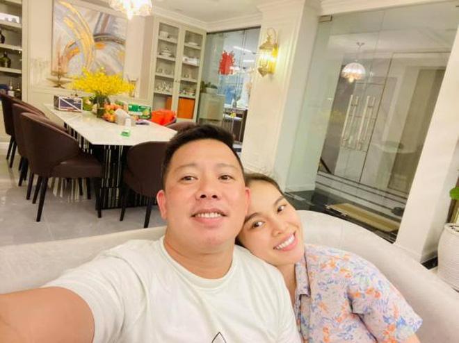 Giang Hồng Ngọc mua nhà mới 6 tỷ: Ngắm ban công đã mê mệt vì độ cầu kỳ, chăm chút-6