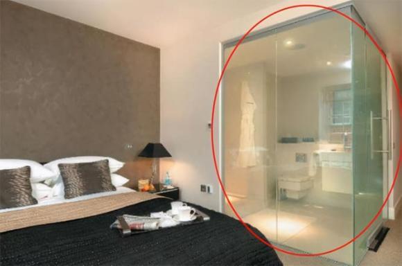 Tại sao phòng tắm của khách sạn là kính trong suốt? Cô bé quầy lễ tân nói câu trả lời, ai cũng ngạc nhiên-5