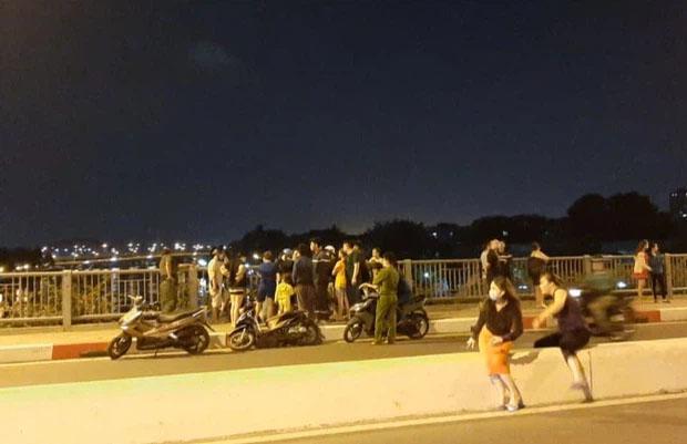 Thanh niên nhảy cầu khi đang cãi nhau với bạn gái ở TP.HCM đã tự bơi vào bờ-1