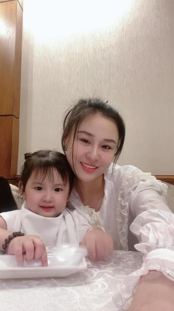 Vợ hai Vân Quang Long tố chị hai Mimi là vợ kết hôn giả với chồng mình, phủ nhận chuyện làm gái bia ôm-1