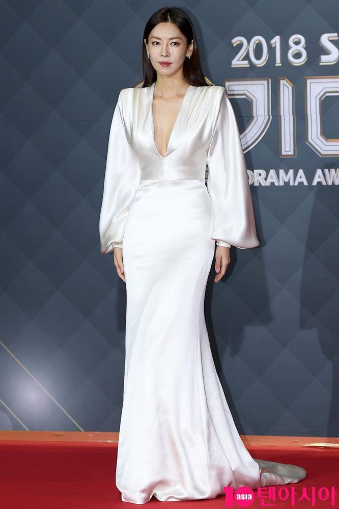"""Chẳng ngờ Ác nữ Penthouse"""" Kim So Yeon từng lên đồ táo bạo tột bậc, style hack dáng nhưng phản cảm đi vào lịch sử-7"""