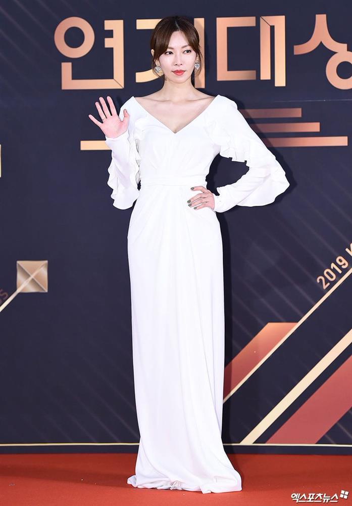 """Chẳng ngờ Ác nữ Penthouse"""" Kim So Yeon từng lên đồ táo bạo tột bậc, style hack dáng nhưng phản cảm đi vào lịch sử-9"""