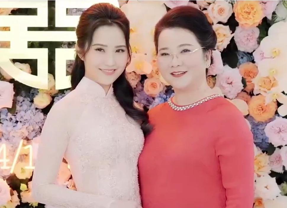Đọ sắc những bà mẹ đại gia của hội rich kid: Bà trùm hàng hiệu Thủy Tiên sở hữu thần thái đỉnh cao, mẹ Phan Thành bí ẩn nhất Sài thành-2