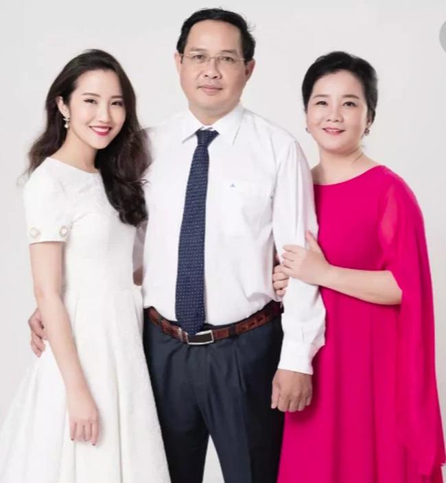 Đọ sắc những bà mẹ đại gia của hội rich kid: Bà trùm hàng hiệu Thủy Tiên sở hữu thần thái đỉnh cao, mẹ Phan Thành bí ẩn nhất Sài thành-10