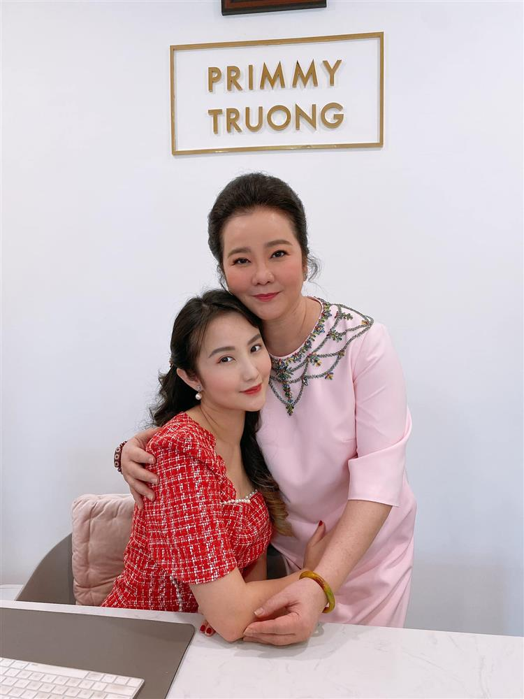 Đọ sắc những bà mẹ đại gia của hội rich kid: Bà trùm hàng hiệu Thủy Tiên sở hữu thần thái đỉnh cao, mẹ Phan Thành bí ẩn nhất Sài thành-6