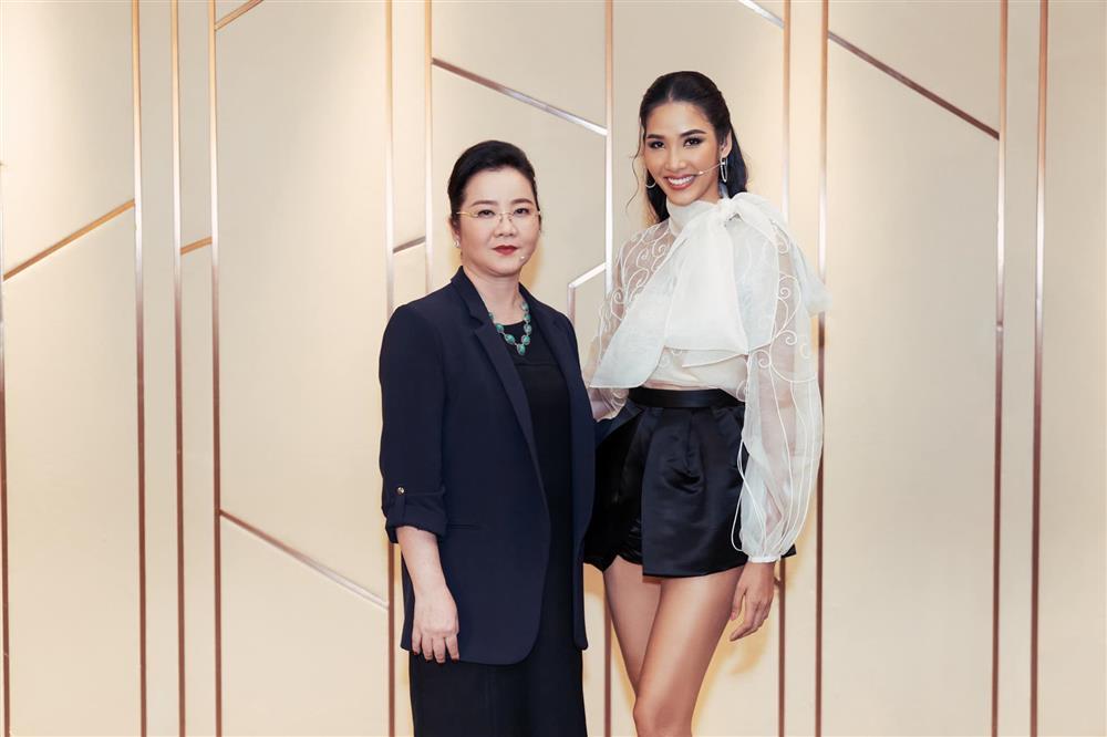 Đọ sắc những bà mẹ đại gia của hội rich kid: Bà trùm hàng hiệu Thủy Tiên sở hữu thần thái đỉnh cao, mẹ Phan Thành bí ẩn nhất Sài thành-7
