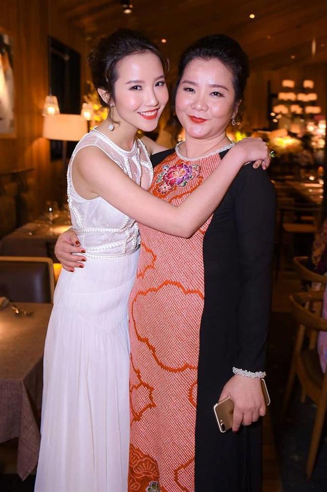 Đọ sắc những bà mẹ đại gia của hội rich kid: Bà trùm hàng hiệu Thủy Tiên sở hữu thần thái đỉnh cao, mẹ Phan Thành bí ẩn nhất Sài thành-13