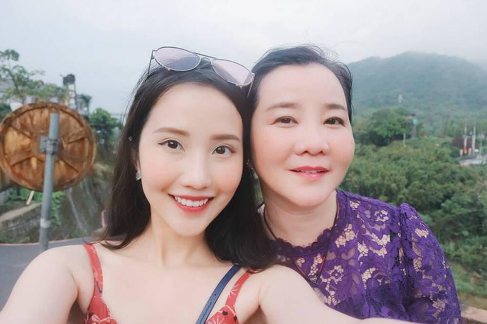 Đọ sắc những bà mẹ đại gia của hội rich kid: Bà trùm hàng hiệu Thủy Tiên sở hữu thần thái đỉnh cao, mẹ Phan Thành bí ẩn nhất Sài thành-11