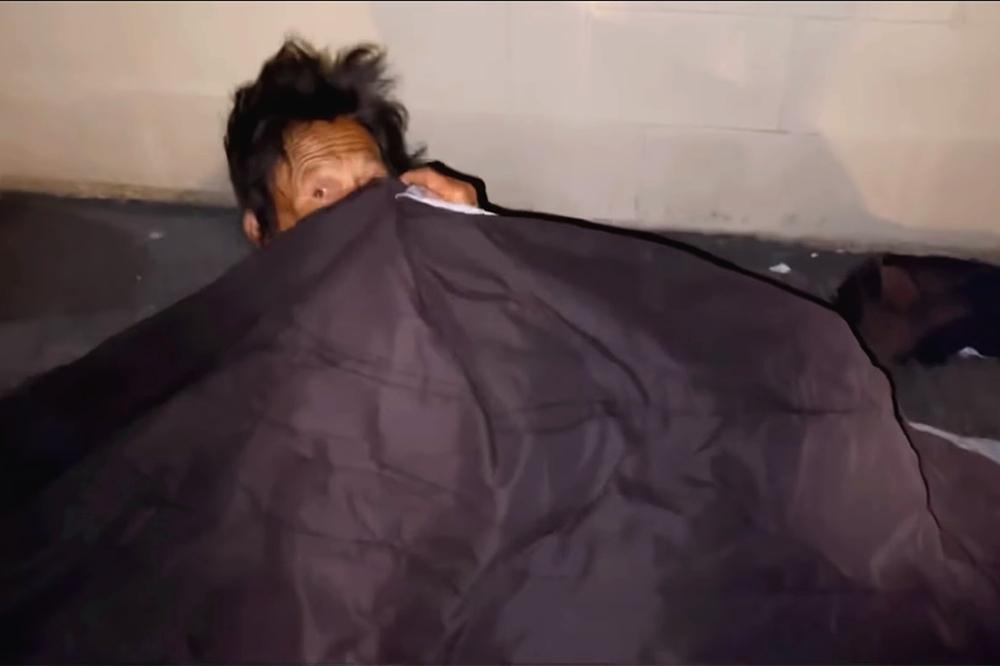 Thúy Nga khóc nghẹn khi thấy ca sĩ Kim Ngân ngủ bụi ở khu giặt ủi-2