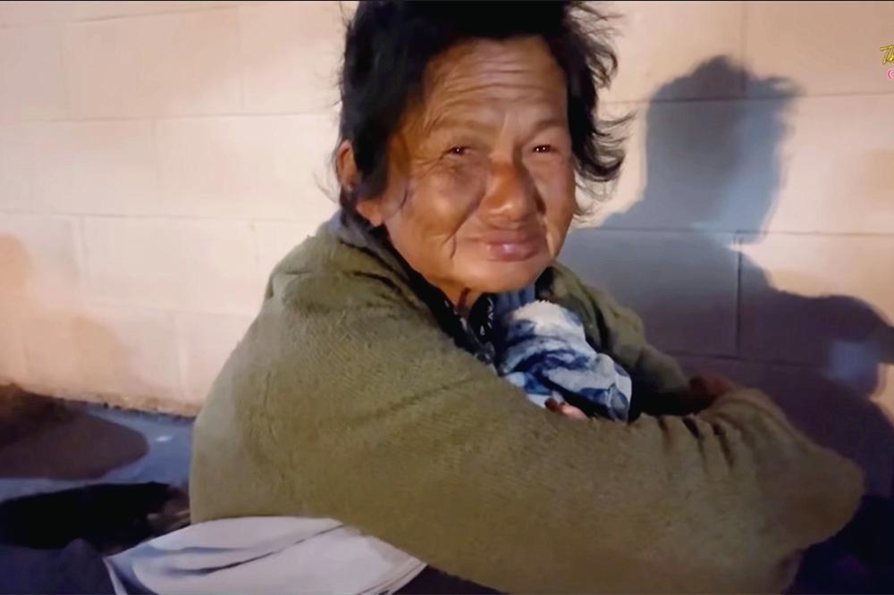 Thúy Nga khóc nghẹn khi thấy ca sĩ Kim Ngân ngủ bụi ở khu giặt ủi-3