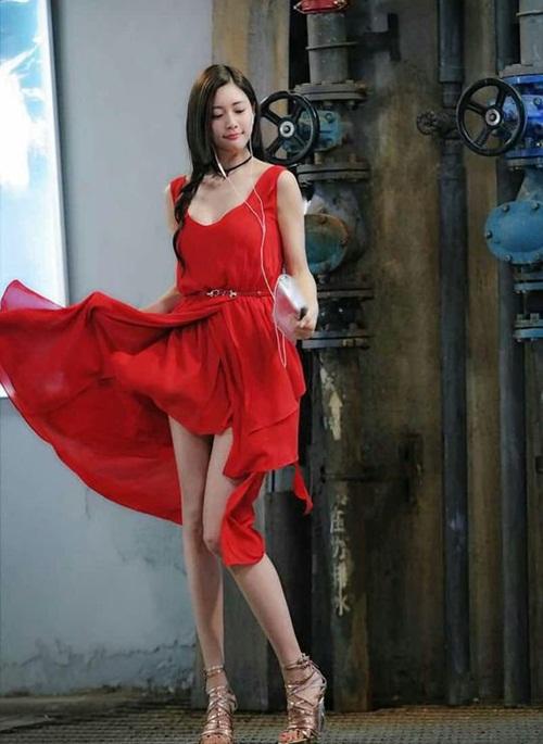 3 điều tối kị khi diện váy xẻ hack chân dài, chị em cần nhớ kỹ nếu không muốn hớ hênh vô duyên-9