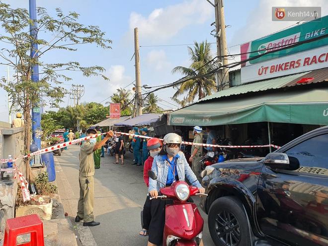Cháy nhà ở Sài Gòn khiến 6 người trong gia đình tử vong, người thân khóc ngất tại hiện trường-2