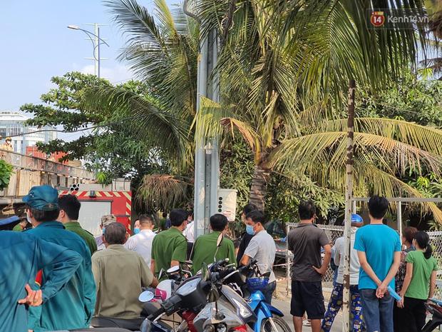 Cháy nhà ở Sài Gòn khiến 6 người trong gia đình tử vong, người thân khóc ngất tại hiện trường-6
