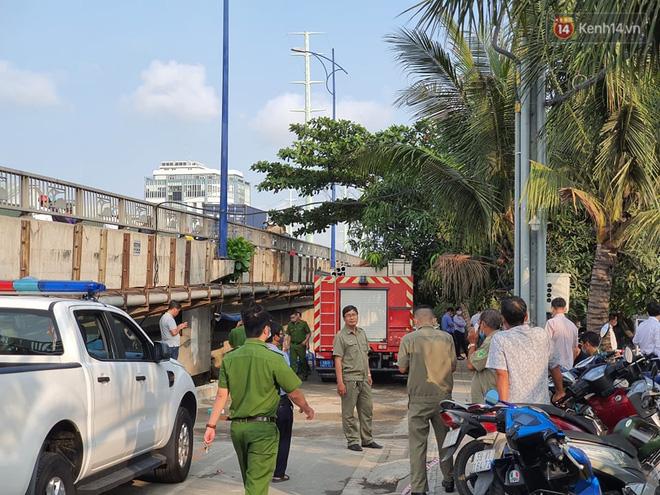 Cháy nhà ở Sài Gòn khiến 6 người trong gia đình tử vong, người thân khóc ngất tại hiện trường-9