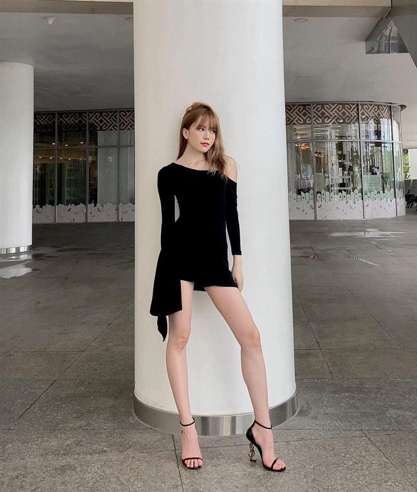 Thiều Bảo Trâm chỉ diện quanh 3 combo váy + giày dép này là luôn sành điệu từng centimet, chân được kéo dài miên man-10