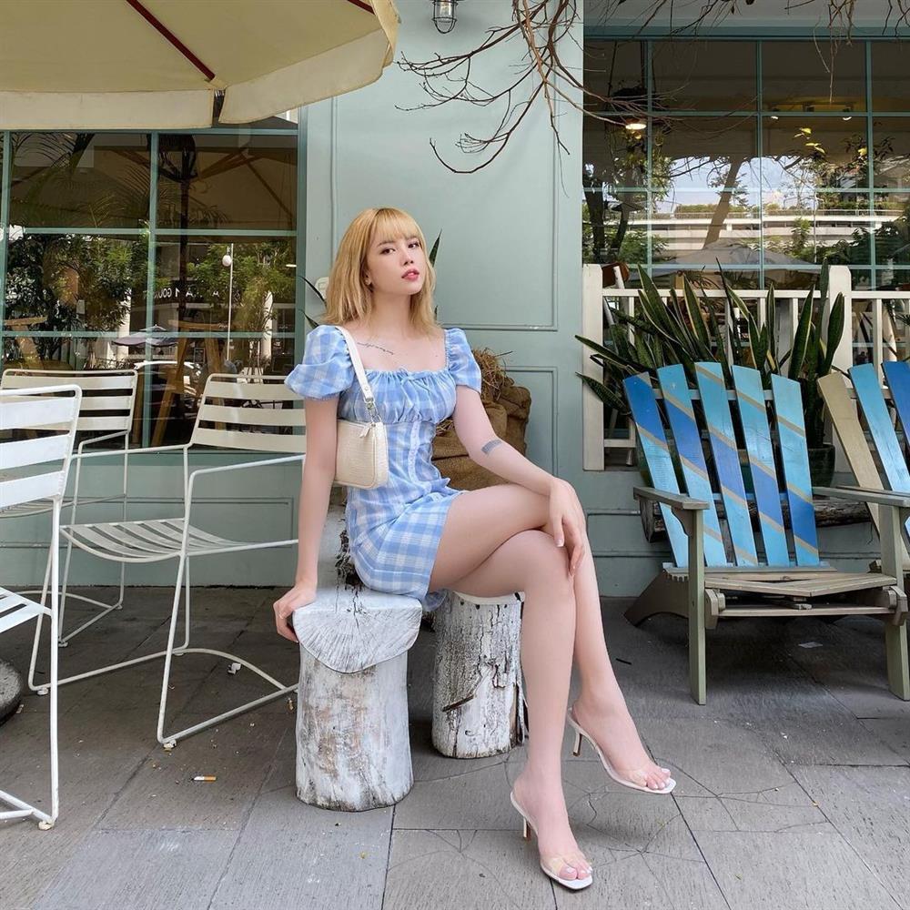 Thiều Bảo Trâm chỉ diện quanh 3 combo váy + giày dép này là luôn sành điệu từng centimet, chân được kéo dài miên man-9