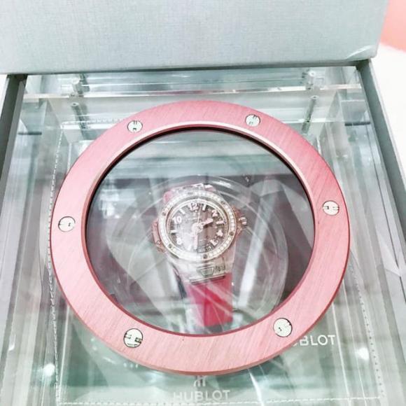 Nhìn lại bộ sưu tập đồng hồ hàng chục tỷ của Nữ hoàng nội y Ngọc Trinh trước khi bị mất cắp-12