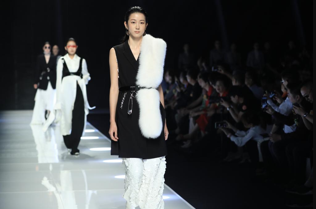 Làng thời trang thế giới chọn vedette theo tiêu chí nào?-1