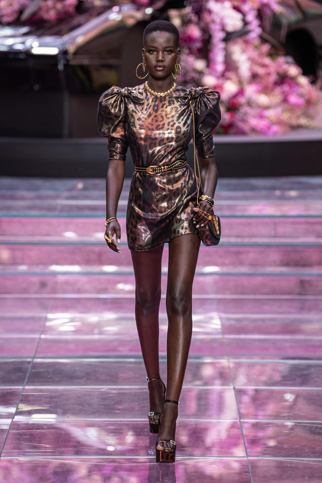 Làng thời trang thế giới chọn vedette theo tiêu chí nào?-3