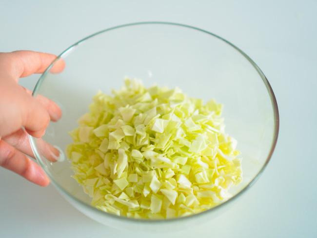 Món ăn giảm cân nhanh: Trưa nào tôi cũng làm bắp cải trộn mang theo ăn trưa, sau 2 tuần giảm cả 3kg!-2