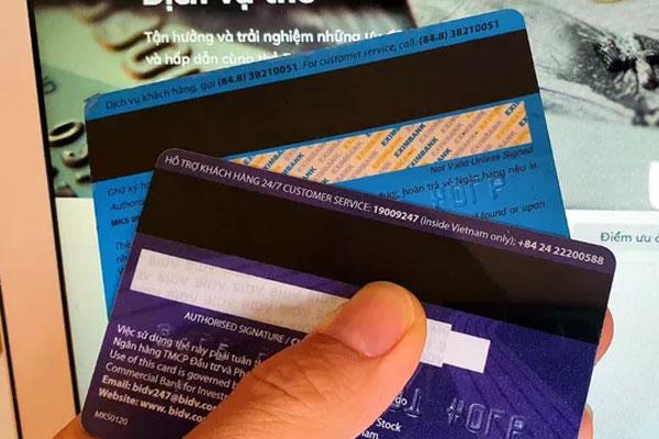 Các ngân hàng chính thức dừng phát hành thẻ từ-1