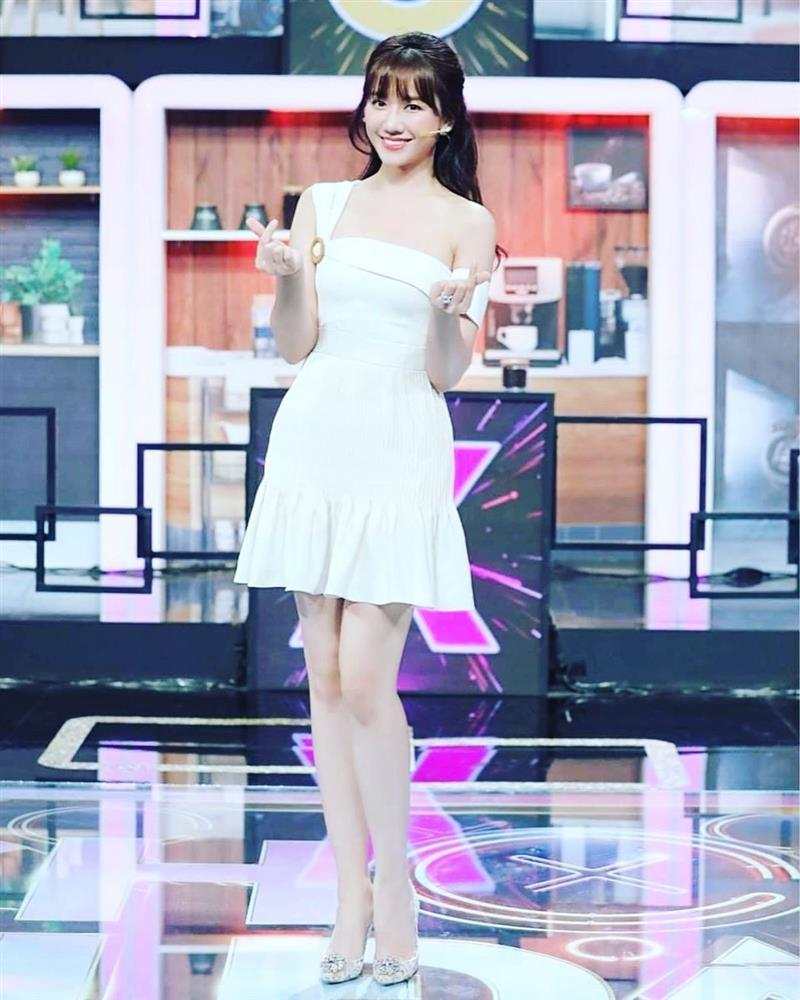Rút kinh nghiệm từ Hari Won để không chọn giày dép phá game cả set đồ đẹp-6