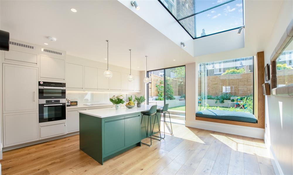 9 màu sơn xanh lá cây cần để mắt tới giúp căn bếp nhà bạn luôn mát mẻ mà không bao giờ bị lỗi mốt-8
