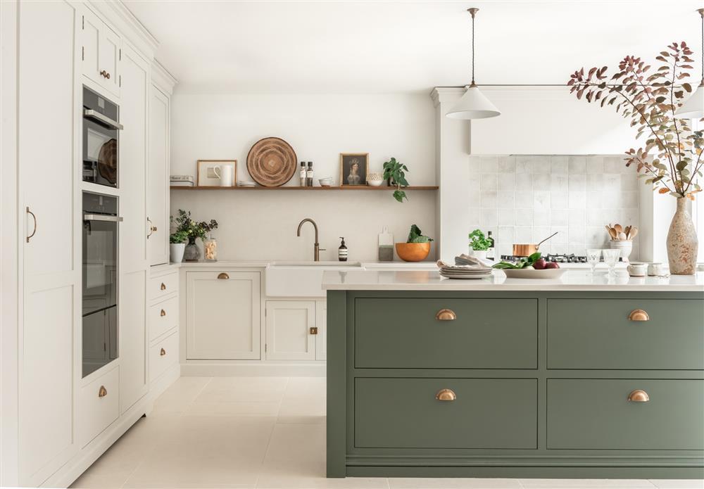 9 màu sơn xanh lá cây cần để mắt tới giúp căn bếp nhà bạn luôn mát mẻ mà không bao giờ bị lỗi mốt-2