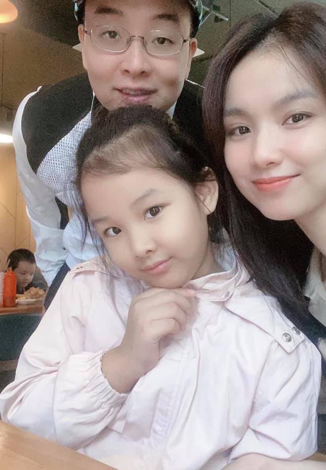 Hoa hậu Hoàn vũ Việt Nam đầu tiên, lấy chồng tiến sĩ giờ ra sao?-3