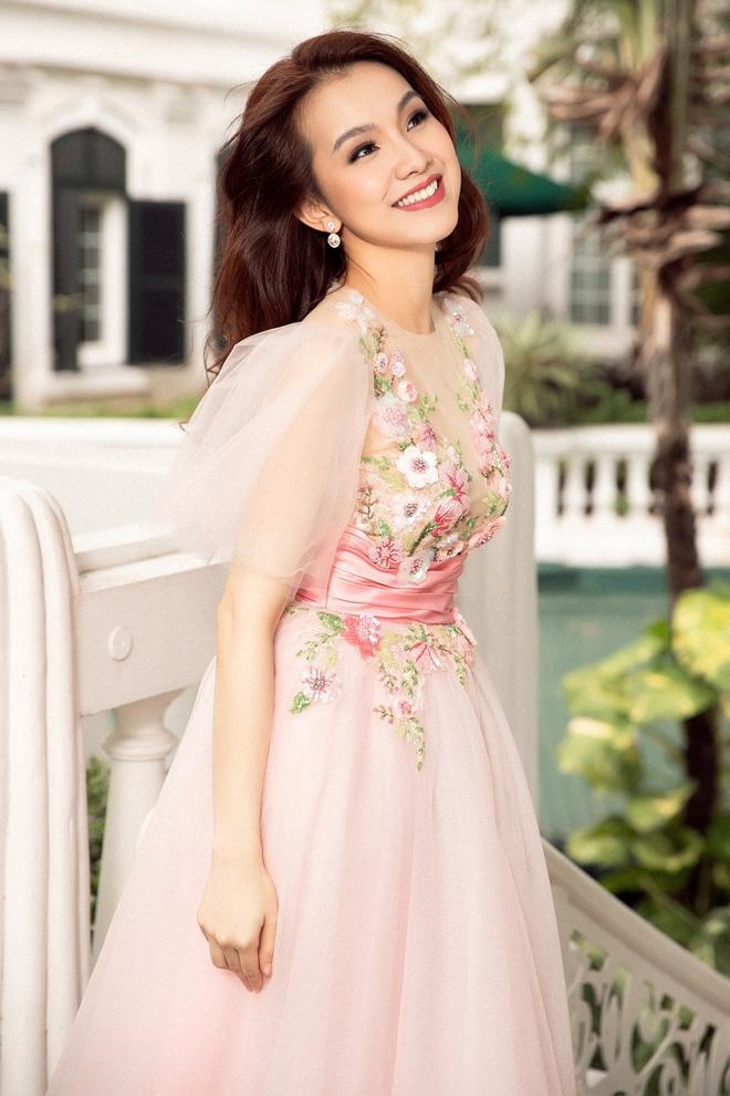 Hoa hậu Hoàn vũ Việt Nam đầu tiên, lấy chồng tiến sĩ giờ ra sao?-7