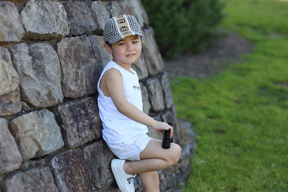 Con trai 4 tuổi của Đan Trường: Check-in sang chảnh đi Hawaii, điển trai lại còn dùng toàn đồ hiệu nhìn mà ngưỡng mộ-7