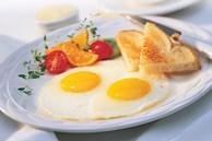Khi chiên trứng, nên cho vào lúc dầu lạnh hay nóng? Nhiều người đang làm sai, không có gì lạ khi trứng bị dính vào chảo